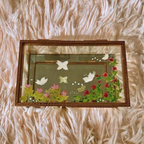 Projet pour fête des mères : de décoration florale et printanière d'un coffret à bijoux